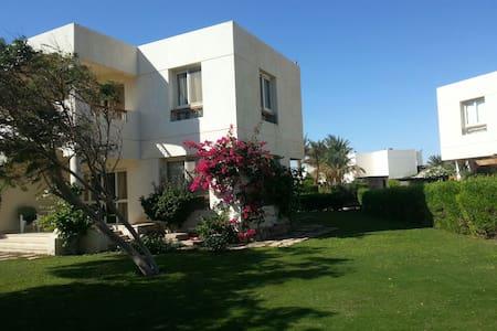 Sea & beach front villa for rent - Ház