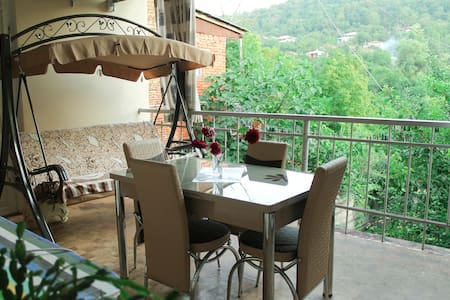 VILLIS GUEST HOUSE Deluxe Double Room with Balcony - Bed & Breakfast