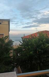 Grazioso appartamento sul mare in centro città. - Apartment
