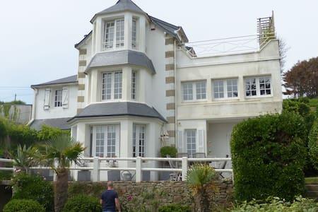 Schöne Ferienwohnung am Meer - Saint-Nic - Appartement