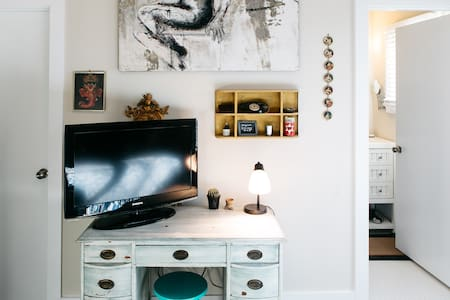 Carrboro Calm Skylight Room/Bath - Maison