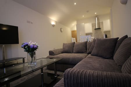 Exquisite 1 Bed flat, 15 min close to Heathrow - Staines-upon-Thames - Apartment