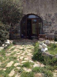 Ancienne Bergerie en pierres de taille - Dom