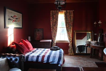 Ewing Farm: Rose Suite - Tylden - House