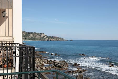 Taormina Casa Mia  in front of the Sea - giardini naxos - Apartment