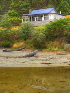 Bruny Beachfront Eco Lodge - Adventure Bay - House