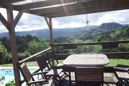 Maison avec piscine et vue Auvergne - Champagnac