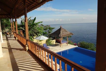 Celagi, spacious villa, sea front - Villa