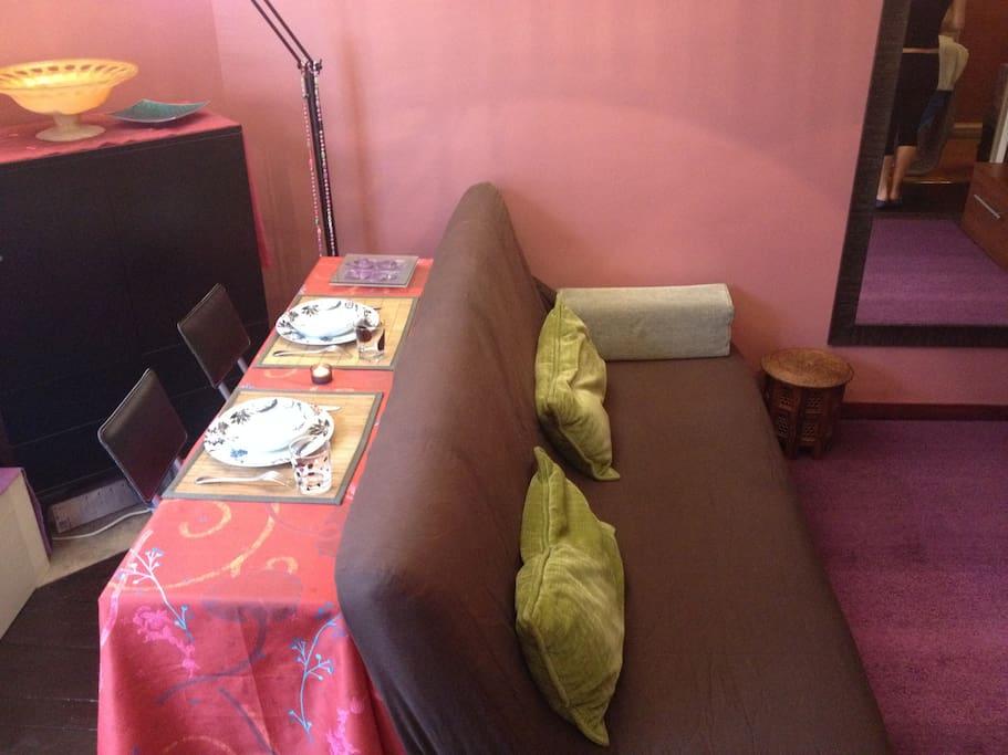Salon avec canapé clic clac