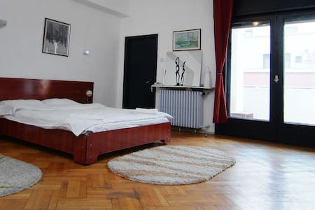 Charming room in Bucharest's center - Apartment