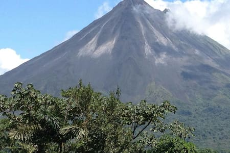 Deluxe Private, A/C, Terrace & Volcano View.. - Bed & Breakfast