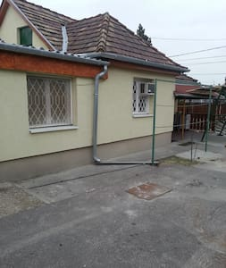 house with garden and free parking  - Budapest