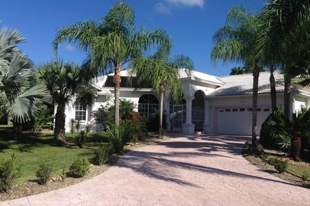 Florida-Haus mit traumhaftem Pool - Haus