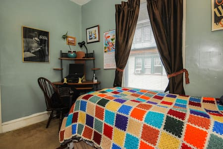 Charming Collingswood Room 4 One - Collingswood - House