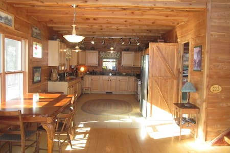 Indian Bluff Adventure Lodge - Bed & Breakfast