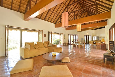 4-bedroom Spacious Hayahay Villa in Diniwid - Villa