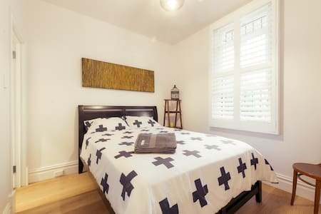 Minutes to City, Chinatown & Train - Surry Hills - House