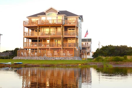 Waterfront Pamlico Sound Luxurious Resort Home - Waves - House