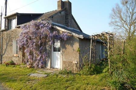 jolie maison à la campagne - Hus