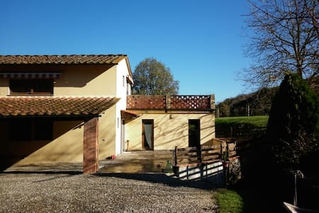 A peaceful barn close to Florence - Hus