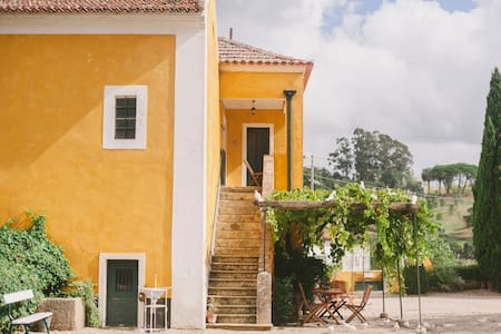 Charming lodge overlooking vineyard - Gradil