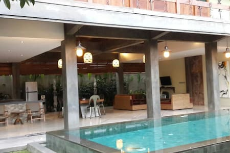 3 Bedrooms 10 min to beach Villa