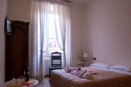 Double rooms (SuburraGreen and Red)