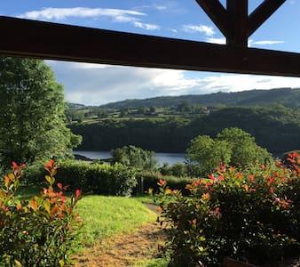 Morvan chalet vue sur le  lac - Haus