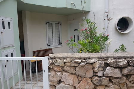 1 or 2 room - close to Zrce - Leilighet