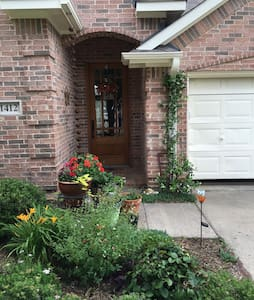 Cozy home in quiet neighborhood - Denton