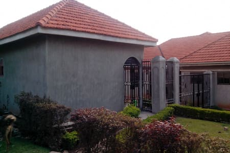Comfort on the outskirts of Kampala - Apartment