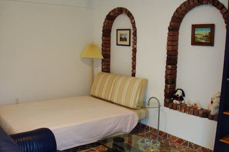 One Bedroom Suite - Richmond - House