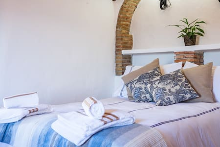 Serenety Holistic House Tranquility - Alfarnatejo - Bed & Breakfast