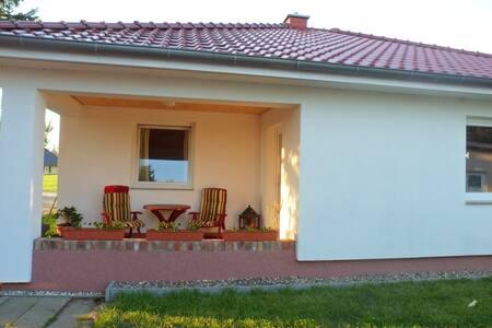 Ferienhaus Yvonne mit Terrasse - Sehlen - Rumah