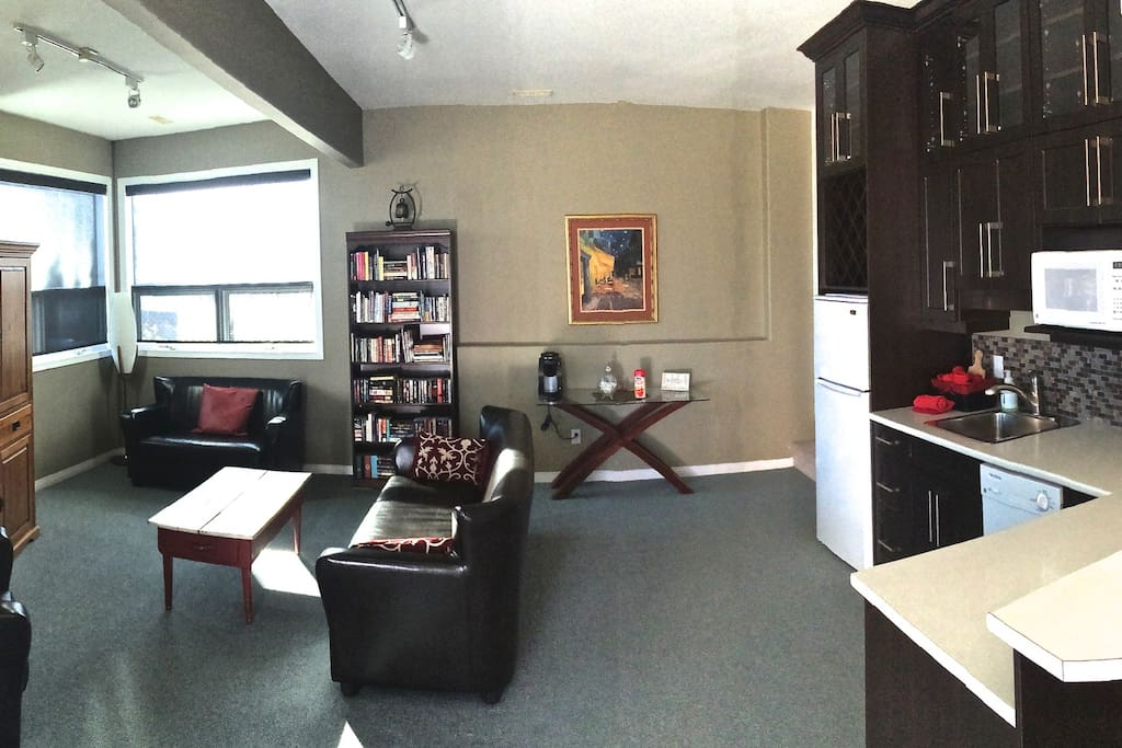 A different angle, living area & kitchenette.