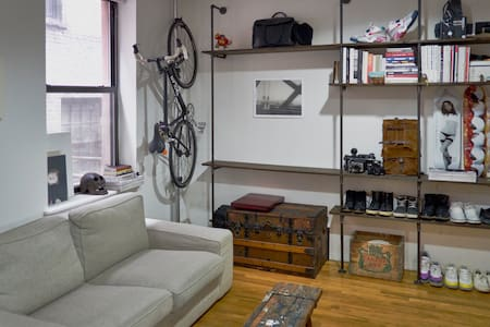 Artistic Lower East Quiet 1br Flat