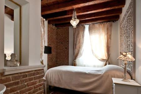 CAMERA SULL'ACQUA PER SINGLE - Venezia - Bed & Breakfast
