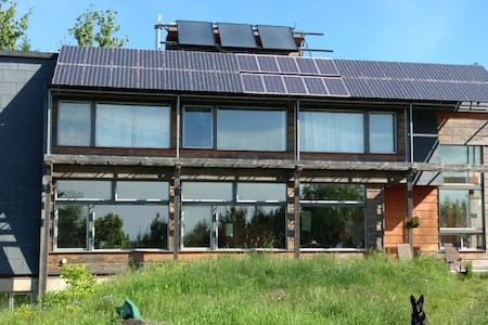 Ultimate Solar Powered Natural Home - Ház