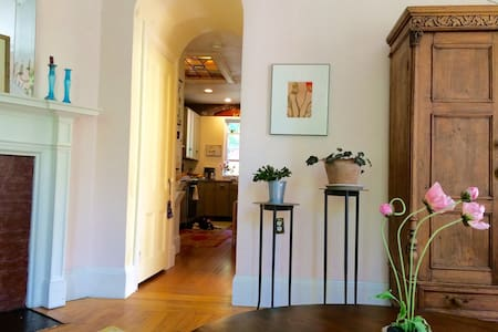 Lovely & Sunny Historic Charm - Portland - Condominium
