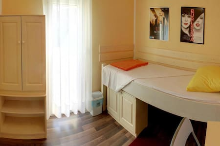 Cinema House Room 1 - Pula - Bed & Breakfast