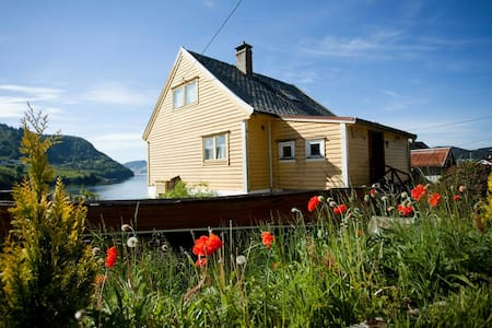 House with awesome sight and nature - Osterøy - House