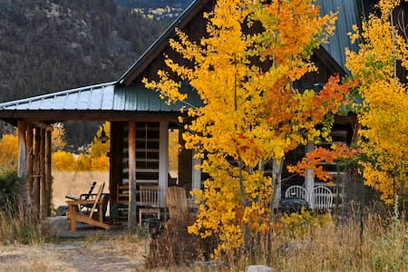 The Yellowstone Cabin - Emigrant - Casa