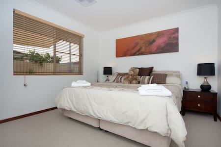 WELCOME HOME - Located close to Fremantle in the premier suburb of Palmyra, this lovely villa provides a great base to explore Perth. Only a 2 minute walk to public transport and 5 minute walk to butchers, fish and chip shop and restaurant.