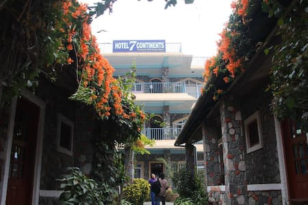 HOTEL 7 CONTINENTS (A)