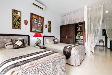 Room type: Private room Property type: Loft Accommodates: 2 Bedrooms: 1 Bathrooms: 1