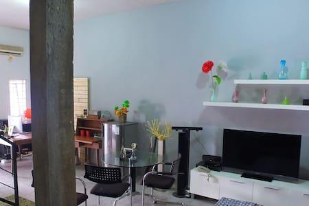 Medan Hostel - Medan Helvetia - Casa