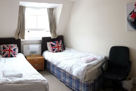 3 min to Big Ben Perfect Twin Room