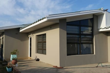 Spacious 3 bd @ cpt and winelands - House