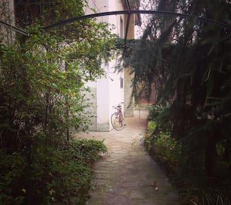 Mansarda con bagno privato in villa - Villa