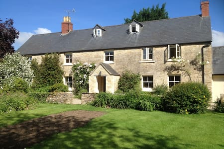 The Long House: Double & Twin rooms - Bed & Breakfast